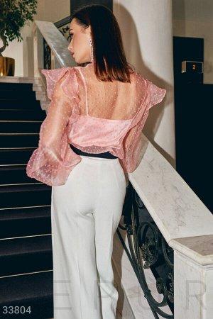 Блуза Воздушная блуза нежного персикового цвета из невесомой фатиновой ткани с флоковым напылением: утонченный воротник-аскот с завязками, длинный объемный рукав на завязывающейся манжете. Шелковый то