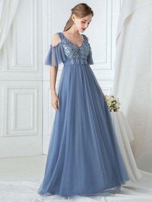 Вечернее длинное голубое кружевное платье с рукавами