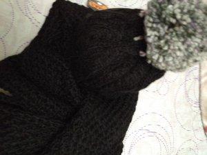 Комплект шапка +снуд ЧЕРНОГО  цвета с серым меланжевым помпоном