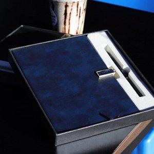 Ежедневник Подарочный набор! Эксклюзивная серия!  Стильная коробка с крышкой, представительная ручка, ежедневник на магнитном замке. Формат А5, клетка. Закладка. Бумага белоснежная, плотная, качество