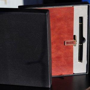 Ежедневник Подарочный набор! Эксклюзивная серия. Стильная коробка с крышкой, представительная ручка, ежедневник на магнитном замке. Формат А5, клетка. Закладка. Бумага белоснежная, плотная, качество ш