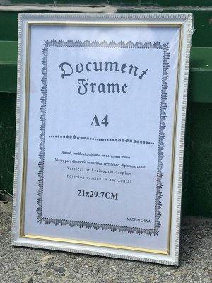 Рамки для фото А4 белый с золотой окантовкой в полоску