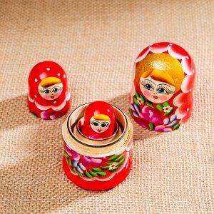 Матрёшка «Цветочки», красный платок, 3 кукольная, 10 см