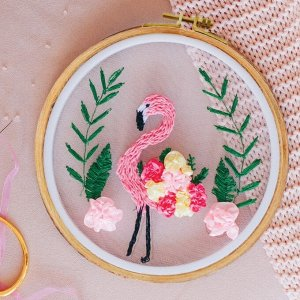 Вышивка на пяльцах «Розовый фламинго». Набор для творчества
