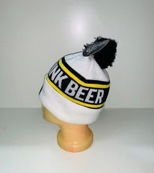 Шапка Зачетная белая шапка с черным помпоном  №3905