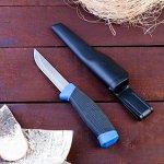 Нож туристический, лезвие 9,5см, рукоять черная с синим вставками, пластмассовые ножны