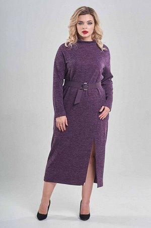 Платье Уютное платье из плотного трикотажа . По горловине стойка.Рукав полуреглан. По переду высокий разрез. В комплекте ремень с пряжкой в цвет платья.Платье без застежки.