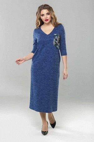 Платье Уютное платье из теплого трикотажа. Платье прилегающего силуэта, с втачным рукавом и V-образным вырезом горловины. Перед платья с накладными карманами. Спинка со средним швом, высоким разрезом