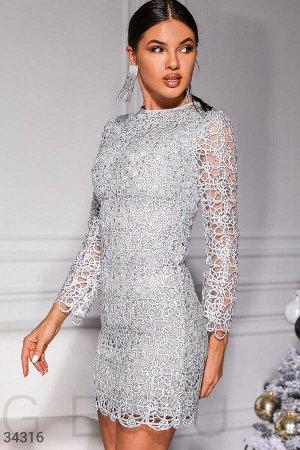 Серебристое вечернее платье