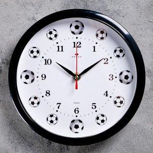 """Часы настенные круглые """"Футболисту"""". обод чёрный. 22х22 см"""