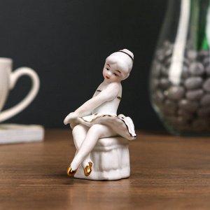 """Сувенир под фарфор """"Балеринка на пуфе"""". под золото"""