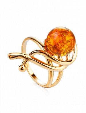 Красивое кольцо «Менуэт» из позолоченного серебра и янтаря коньячного цвета, 910010104
