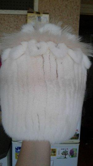 Шапочка снопик из натурального меха кролика рекс, цвет жемчуг.