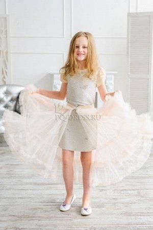 Платье Нарядноеплатье-трансформер. Перед платья сшит из ткани с пайетками в виде кольчужки, спинка - однотонная из плотной атласной ткани. К платью пристегивается замочком на поясе пышная, много