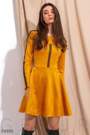 Замшевое расклешенное платье