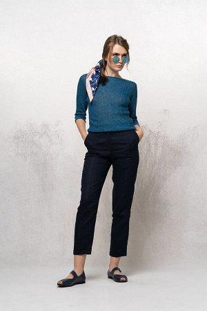 брюки темно-синий(44,46,54), ёлочка (голубой) Брюки женские укороченные, зауженные к низу, с застроченными защипами имитирующими «стрелку». Пояс притачной с вставками эластичной тесьмы по бокам. Засте