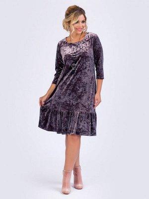 Платья Платье А-образного силуэта, выполнено из бархата пыльно-лилового цвета цвета. - вырез горловины круглый на внутренней бейке - втачные рукава длиной 3/4 - низ ровный, дополнен притачным воланом