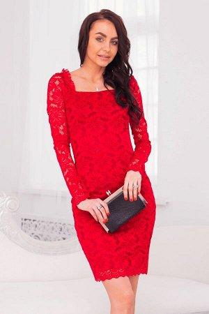 Малиновое платье футляр из гипюра