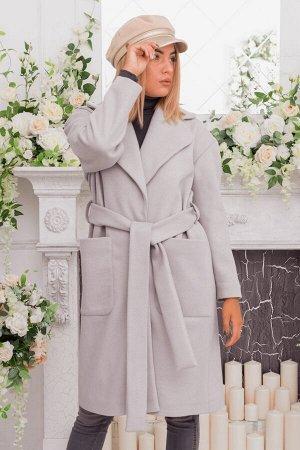 Светло-серое пальто с накладными карманами