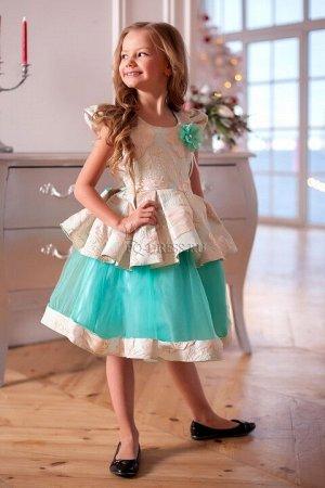 Платье Платье из парчи, сетки и атласа. Оригинальный фасон смотрится исключительно красиво и нарядно. Молния по спинке. *** Замеры платья: р.32: ширина в груди 32см, ширина в талии 31см, длина о
