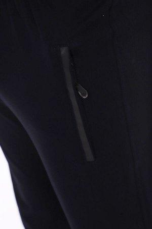 Брюки 3440 72% хлопок, 20% полиэстер, 8% лайкра Брюки мужские с карманами на молнии. Молния с брелоком. На кармане наклейка в виде полосы. Ткань - 2-х нитка компакт пенье. Футер с лайкрой 2-х нитка п