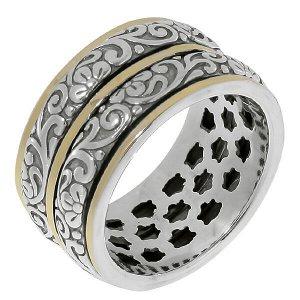 Кольцо Кольцо Антистресс из серебра 925 пробы с золотом. Ширина кольца 12 мм. Средний вес изделия 10,7 гр. Производство Израиль.Изумительной красоты кольцо-антистресс с золотой вставкой. Вращающиеся п