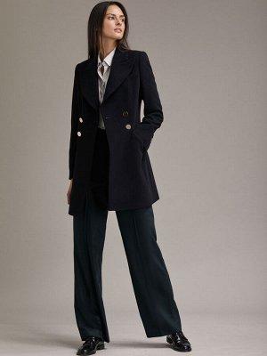 Классическое пальто облегающего силуэта