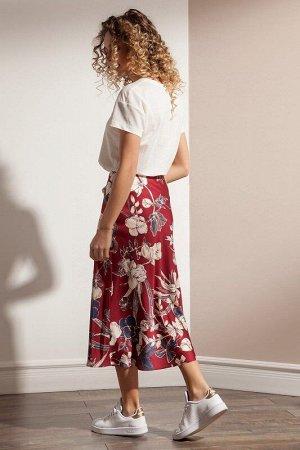 Юбка миди Полиэстер 95%, эластан 5%. Рост: 170 см. Элегантная юбка из шелковой ткани с цветочным дизайном А-силуэта на обтачке по поясу с застежкой на потайную молнию в боковом шве. Юбка на подкладке.