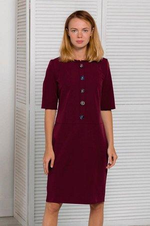 Бордовое платье прямого кроя с пуговицами