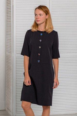 Чёрное платье прямого кроя с пуговицами