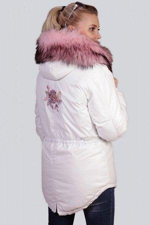 Белый Универсальность парки давно оценили не только любительницы спортивного стиля, но и модницы, предпочитающие гламур. Женская парка с розовым мехом - модный тренд сезона, объединяющий в себе комфор