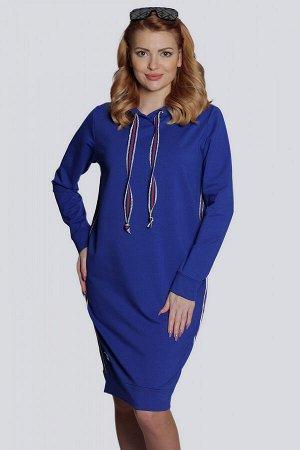 Ярко-синий Стильное спортивное женское платье из трикотажа, как нельзя лучше подходит для повседневной носки, не сковывает движений. Платье с капюшоном имеет свободный силуэт и модную длину. В боковых