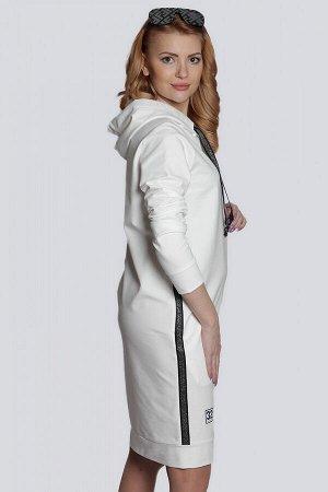 Белый Стильное спортивное женское платье из трикотажа, как нельзя лучше подходит для повседневной носки, не сковывает движений. Платье с капюшоном имеет свободный силуэт и модную длину. В боковых швах