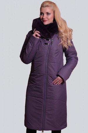 Баклажан Теплое пальто удобного прямого силуэта с асимметричной застежкой на молнию. Объемный капюшон с широкой опушкой из искусственного меха будет хорошей защитой от холодных ветров. Карманы в шве п