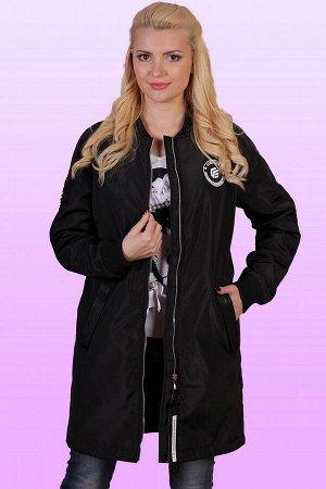 Черный Утепленный плащ–бомбер идеально вписывается в любой спортивный образ, причем как по дизайну, так и по практическим характеристикам. Оно не сковывает движений благодаря свободному крою и позволя