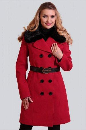 Красный Для непревзойденно изысканного образа: двубортное драповое пальто. Классическая модель с отложным воротником приталенного силуэта. Воротник можно поднять для большей защиты от ветра и холода.
