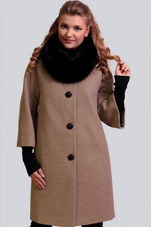 Бежевый Невероятно изящное, безумно женственное и элегантное драповое пальто. Силуэт прямой. Рукав малого объема с небольшим расклешением, цельнокроеный. Модель дополнена съемным воротником-хомутом из