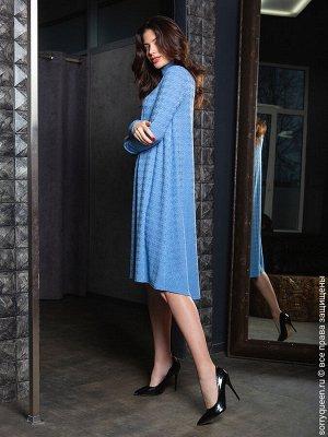 Платье Фантастическое, летящее платье из натурального плотного трикотажа. Чуть асимметричный подол вносит ненавязчивую изюминку в образ. Удобный длинный рукав и комфортный ворот-стоечка, вот что помож