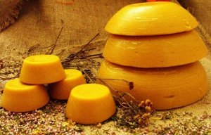 Воск /Для профилактики и лечения ОРВИ, ОРЗ, при лечении кашля применяются ингаляции на основе пчелиного воска. Так же простое жевание продукта помогает справиться с ангиной, ринитом и астмой.  В эмали