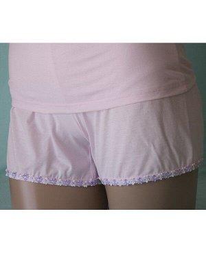 Комплекты Комплект майка на бретельке отделка светло фиолетовый цветочек на фиолетовом фоне и шорты с такой же отделкой на розовом фоне из высококачественного хлопка. Хлопок 100%. Цвет комплекта светл