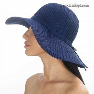 Шляпа Состав: capron, polyester Ширина поля: 10 см. Диаметр шляпы: 37,5 см. Высота тульи: 10 см. Аксессуар: лента в тон шляпы и искусственный жемчуг. Детали: моделируемое поле.