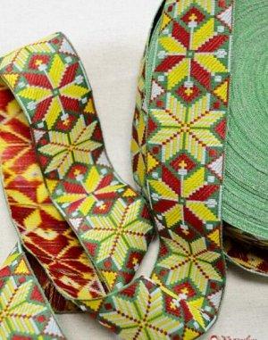 Жак. лента 50 мм (красно-желтая вышивка на зеленом)