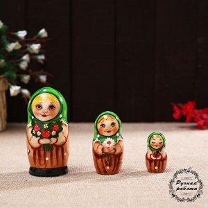 Матрёшка «Алена с земляникой», 3 кукольная, 11 см