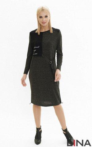 Платье Модель имеет длину ниже колена, спущенное плечо и длинный рукав. Сшита она из мягкой трикотажной ткани, состоящей из вискозы, полиэстера и эластана. Это отличное решение для прохладной погоды.