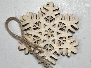 Заготовки деревянные декор Снежинки 10см (2шт в пачке)