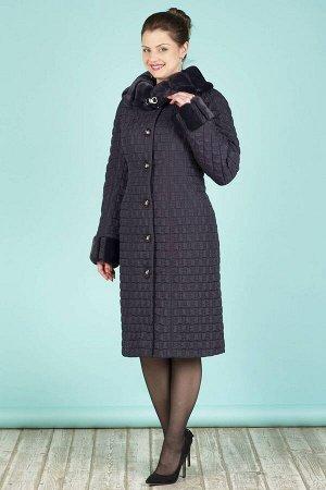Пальто Пальто женское из плащевой стеганой ткани с водоотталкивающей пропиткой. Рост: 168 Силуэт: прилегающий Размерная сетка: маломерит на размер Утеплитель: шерстикрон 150 г./кв.м., синтепон 100 г./
