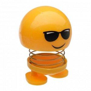 Смайл на пружинке, на панель в авто, в очках, желтый
