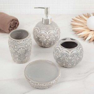 Набор аксессуаров для ванной комнаты Доляна «Розы. Узор», 4 предмета (дозатор 400 мл, мыльница, 2 стакана), цвет серый