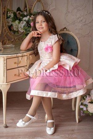 Платье Платье из парчи, сетки и атласа. Оригинальный фасон смотрится исключительно красиво и нарядно. Молния по спинке. ***  На фотографии девочка ококло 134см, платье размер 34 *** Замеры платья: р.3