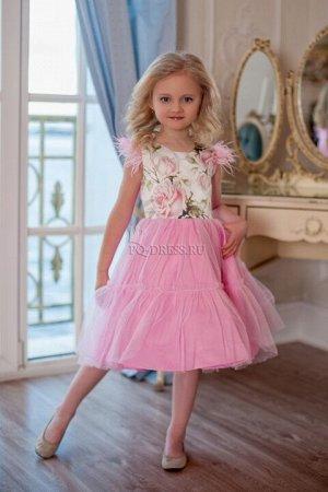 Платье Нарядное платье из плотного атласа с цветочным принтом. Юбка - атлас и сетка. По краю плечиков платье украшено декоративными перышками. Пышный многослойный подъюбник. Подклад хлопок. Сзади плат